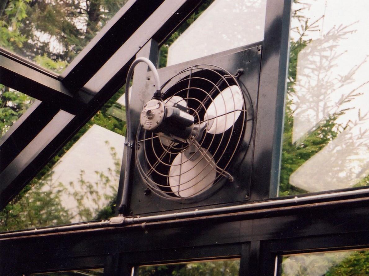 Регулировка температуры в теплице своими руками