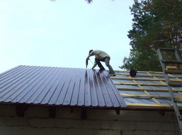 Делается гидроизоляция крыши своими руками
