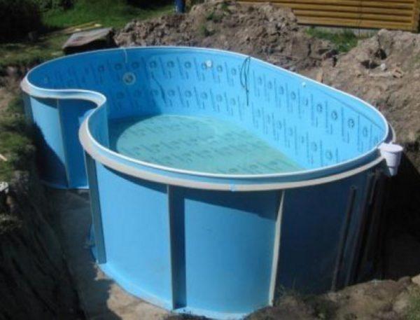 Используется пленка для гидроизоляции пруда