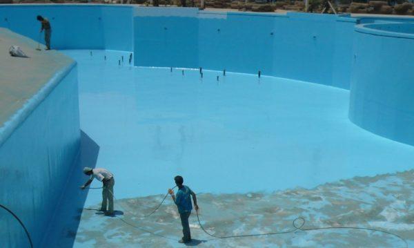 Согласно СНиП гидроизоляция пола в бассейне делается полимочевиной