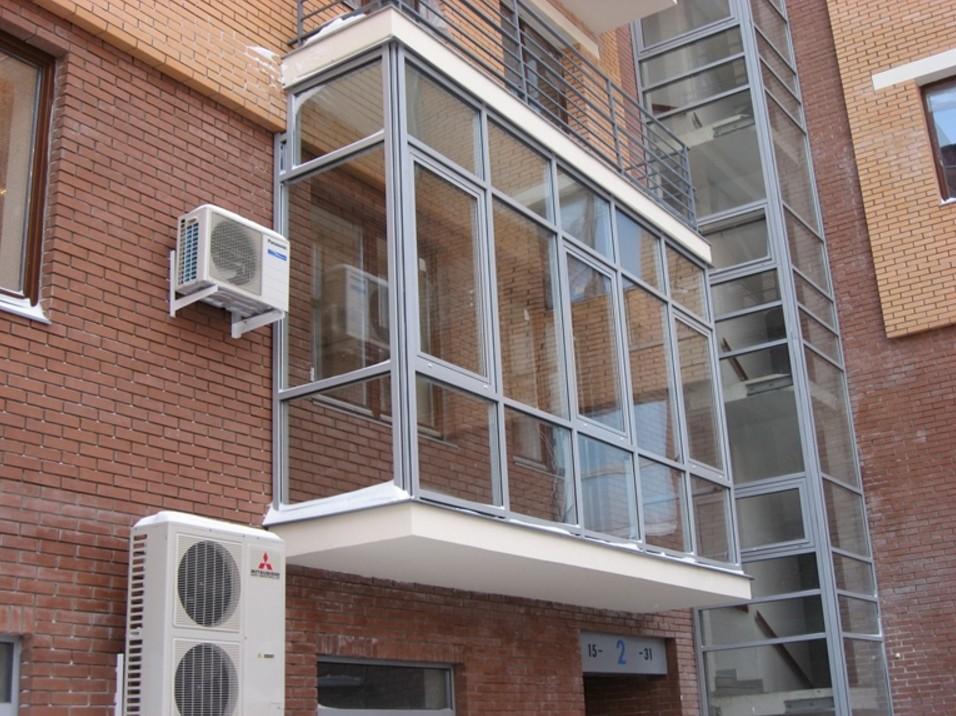 Витражное остекление балконов и лоджий: плюсы и минусы.