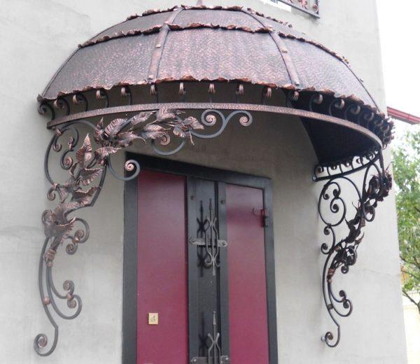 Сделать козырек над входной дверью фото