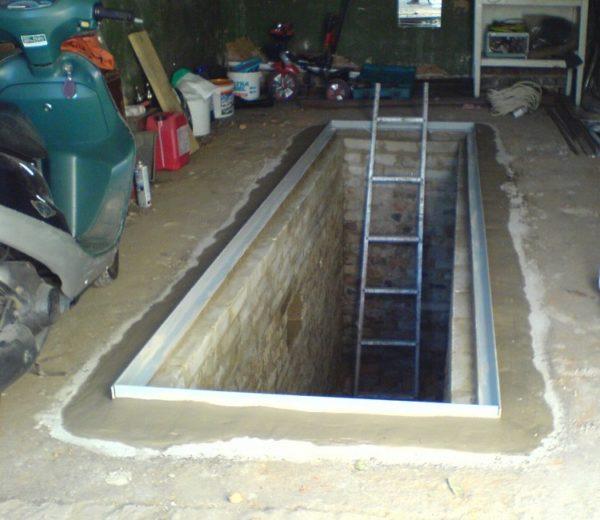 Если протекает гараж в смотровой яме нужно сделать ямку для забора воды