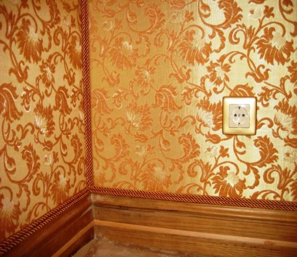 Можно ли флизелиновые обои в углу красиво декорировать