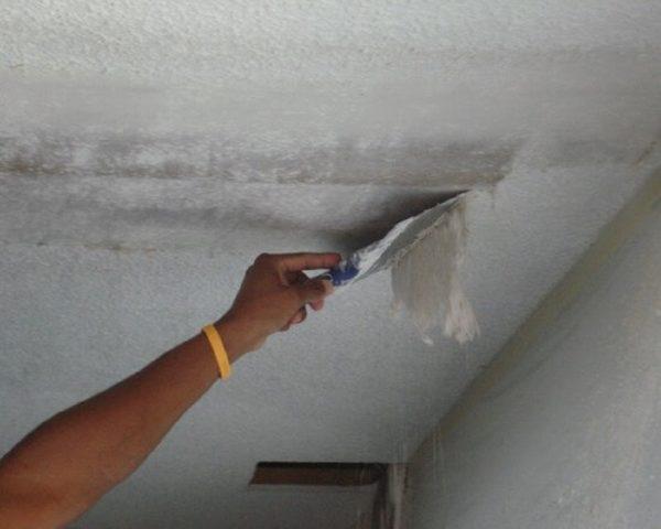 Как отмыть потолок от побелки
