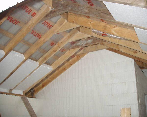 Как утеплить потолок мансарды
