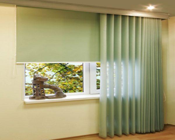 Можно использовать такие шторы на два окна