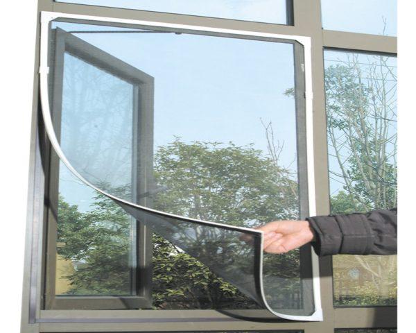 Как вставить москитную сетку в окно