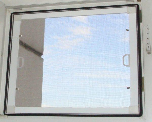 Как прикрепить москитную сетку на пластиковое окно