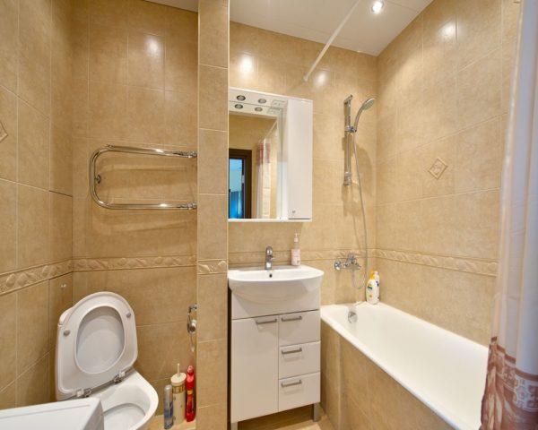 Произвели ремонт в ванне и туалете фото