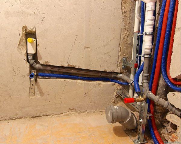 Как сделать трубы в туалете утопленными в стене