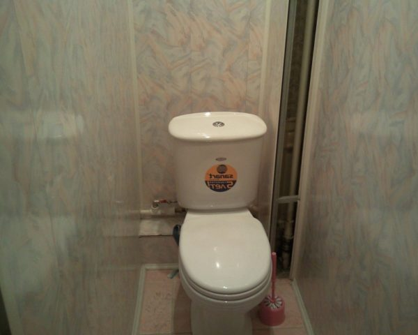 Отделан туалет панелями фото