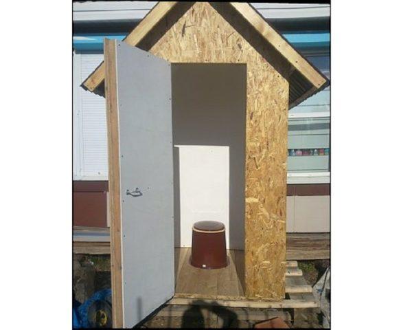 Чем обшить туалет на даче