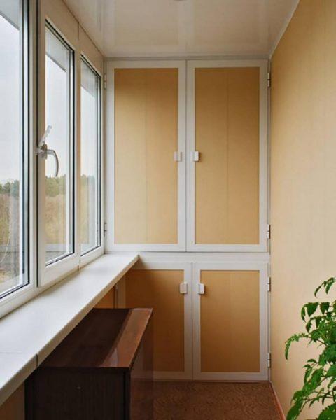 Собранный шкафчик на балконе своими руками