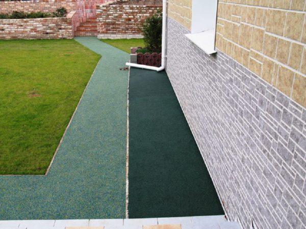 Резиновое покрытие для площадок на даче