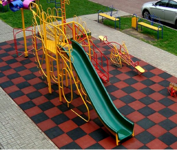 Покрытие резиновые плитки на детскую площадку