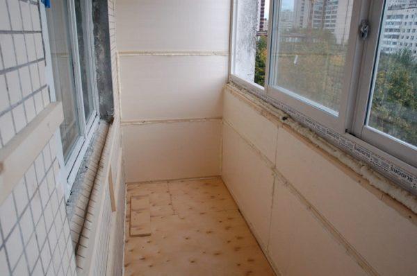 Чем лучше утеплить балкон под ключ