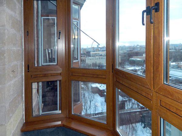 Можно ли застеклить балкон полностью деревянными рамами