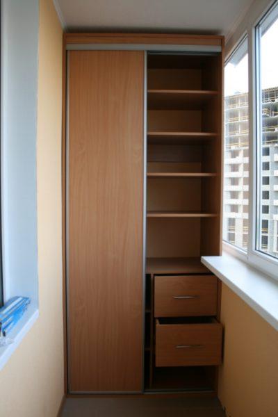 Встроить шкаф на балконе