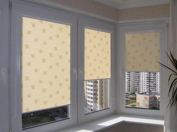 Рулонные шторы на балкон идеи