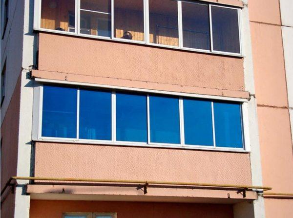 Тонировка балконов и лоджий спасает от постороних взглядов и от палящего солнца особенно летом
