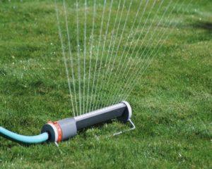 Как сделать полив газона своими руками