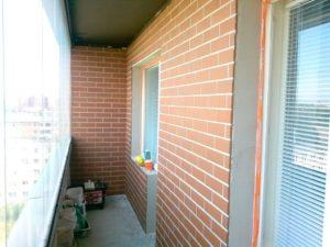 Обшивка балкона внутри под кирпич