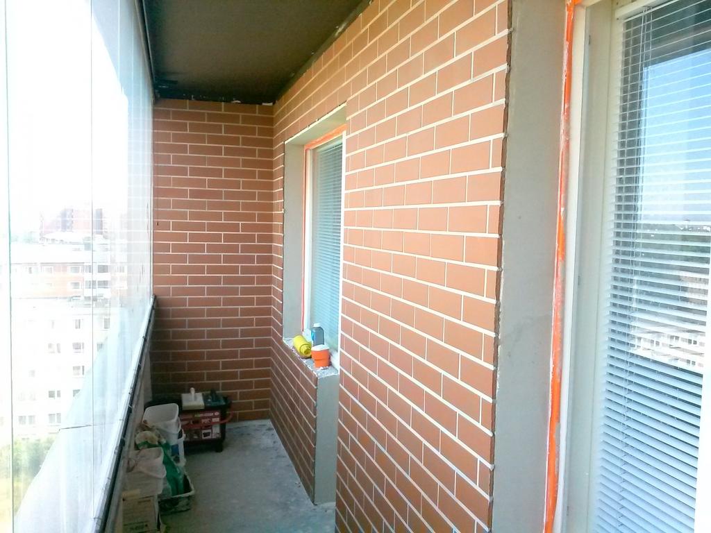 Чем лучше обшить балкон внутри под кирпич совет мастера.
