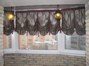 Какие повесить шторы на балконе