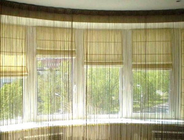 Как оформить шторы на балконе используя два вида римские и нитяные