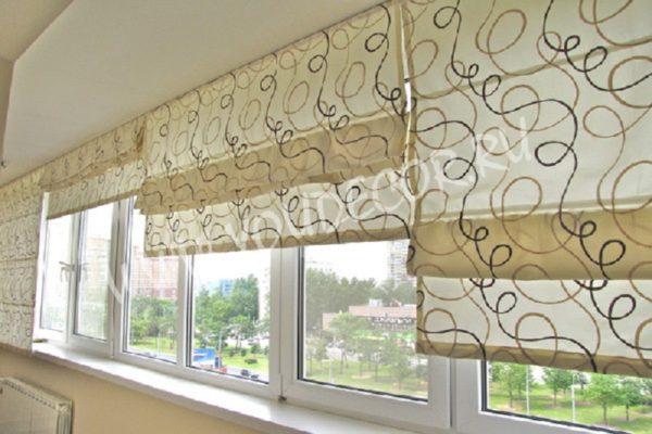 Подходят такие шторы для балкона лоджии оформленному в Римском стиле