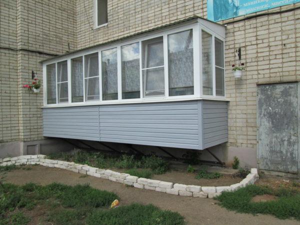 У лоджии есть фундамент, а балкон висит на стенах здания вот чем отличается балкон от лоджий