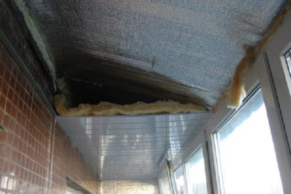 Как правильно утеплить крышу выносного балкона