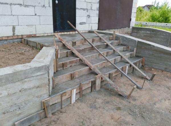 Устройство крыльца в частном доме из бетона