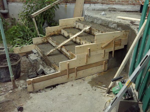 Крыльцо из бетона в дом своими руками